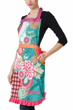 Desigual Galactic Patch apron. 100% cotton with a stain resistant finish that protects against dirt and spills (although regular washing is still recommended). It has 2 handy side pockets to keep everything you need.
