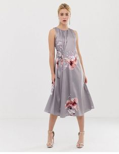Buy Coast Claude Floral Tier Dress at ASOS. With free delivery and return options (Ts&Cs apply), online shopping has never been so easy. Get the latest trends with ASOS now. V Neck Midi Dress, Floral Skater Dress, Pleated Midi Dress, Midi Dress With Sleeves, Bell Sleeve Dress, Classic Feminine Style, Fishtail Maxi Dress, Short Long Dresses, Dresses For Sale