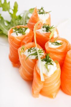 Who needs a bagel? This better-for-you Keto-approved mini meal features cream cheese and dill nestled within delicious smoked salmon slices. Sushi Recipes, Salmon Recipes, Seafood Recipes, Keto Recipes, Cooking Recipes, Salmon Roll, Keto Salmon, Salmon Sushi, Slim Fast
