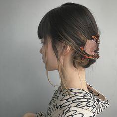浴衣の時はシンプルなアレンジもオススメです✨ . シンプルなぶん、まとめたところに華やかな色の箔をちらして🎗 . #nanakoroarrange #ヘアアレンジ #shima_nanako #shima Korean Hairstyles Women, Asian Men Hairstyle, Japanese Hairstyles, Asian Hairstyles, Men Hairstyles, Japanese Hairstyle Traditional, Asian Eye Makeup, Hair Arrange, Aesthetic Makeup