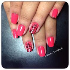 Design nails  #coral #esmalte #fashion #chic #nailtrends #forever21 #opi #renda #blackdesigns #nailpolish