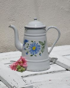 French vintage white enamel coffeepot vintage by Romantic Cottage, Shabby Cottage, Cottage Chic, Rustic Shabby Chic, Shabby Chic Homes, Vintage Gifts, Etsy Vintage, Vintage Enamelware, Rustic Design