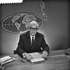 De oud-presentator Frits Thors van het NTS en later NOS Journaal tussen 1965 en 1972 Kingdom Of The Netherlands, Childhood Tv Shows, The Old Days, In Ancient Times, Googie, Old Movies, Old Pictures, Thor, Childhood Memories