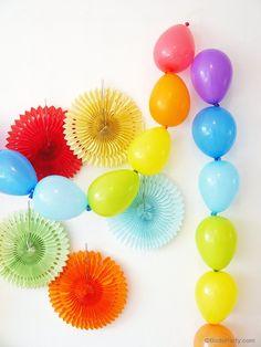 Table Arc-en-Ciel et DIY Guirlande de Ballons - des idées de fête faciles et rapide pour un anniversaire; mariage ou table en fête colorée! by BirdsParty.fr @birdsparty
