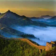 @Easyvoyage - The Great Wall of China at sunrise...  #myeasyvoyage #voyage #travel #travelgram #traveler #phototravel #holidaytravel #holidays #escape #vacation #vacances #world #destination #wanderlust #instatravel #nature #Chine #China #Asie #Asia