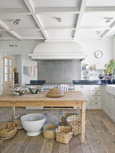 http://www.planete-deco.fr - lovely rustic kitchen