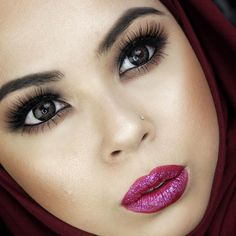 Save this for beauty inspiration on how to wear the makeup trend, glitter lips.
