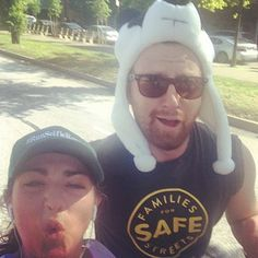 Panda-licious hipster. | This Woman Took Selfies With Hipsters While Running The Brooklyn Half Marathon