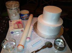 """The Iced Queen: Making a Styrofoam """"Dummy"""" Cake"""