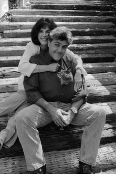 almost famous cats : Jay Leno, his wife Mavis and one of their cats. He often talked about his cat on The Tonight Show Crazy Cat Lady, Crazy Cats, I Love Cats, Cool Cats, Celebrities With Cats, Celebs, Men With Cats, Animal Gato, Gatos Cats