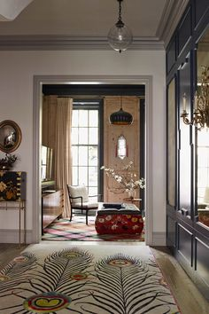 The White family drove their neighbours (including Vanity Fair editor Graydon Carter and his wife) mad during the three-year renovation of their townhouse on one of the most desirable streets in Manhattan's West Village. West Village, Home Interior Design, Interior And Exterior, Interior Livingroom, Design Entrée, Style Asiatique, Decoracion Vintage Chic, Avantgarde, Townhouse Designs