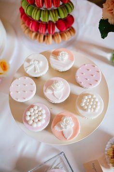 BELLE WEDDING   Hochzeitsplanung #weddingplanner #hochzeitsplaner #swiss Wedding Planners, Love Is Sweet, Mini Cupcakes, Sugar, Desserts, Food, Cute Love, Wedding Planer, Tailgate Desserts