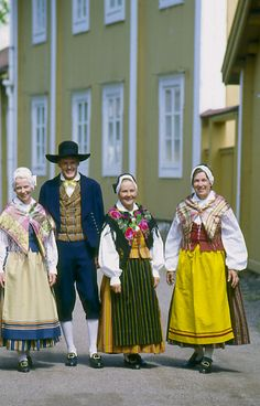 Mörskom th Folkdräkter - Dräktbyrå - Brage Meanwhile In Finland, Folk Costume, Costumes, Folk Clothing, Fantasy Girl, Girly Outfits, Traditional Dresses, Passion For Fashion, Beautiful Outfits
