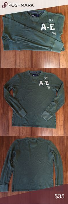 """AE Thermal Shirt Vintage Fit Length: 27 1/2"""" shoulder waist to hem Chest: 22"""" flat across Sleeve: 27 1/2"""" shoulder to wrist Defects: None Condition: Excellent  🎁Custom bundles for a special price🎁 🚫smoke 🏡 with 🐈🐩. Washed in All Free & Clear.  KB American Eagle Outfitters Shirts Tees - Long Sleeve"""