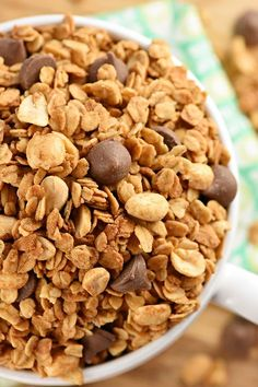 20. 5-Ingredient Peanut Butter Granola (With or Without Chocolate Chips) #healthy #granola #recipes http://greatist.com/eat/homemade-granola-recipes-that-are-healthy