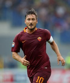 Francesco Totti Photos - Francesco Totti of AS Roma in action during the Serie A match between AS Roma and UC Sampdoria at Stadio Olimpico on September 2016 in Rome, Italy. - AS Roma v UC Sampdoria - Serie A As Roma, Fifa, Squad, Action, Group Action, Classroom, Manga