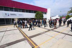 De manera pacífica, fueron reabiertas las instalaciones de la dependencia, donde esta tarde Alberto Frutis Solís recibió su nombramiento; se reanudan las actividades normales en la dependencia estatal – Morelia, ...