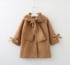 This coat reminds me of a nursery, the fabric would look great on a accent chair, mid century modern. Outfits Niños, Baby Outfits, Toddler Outfits, Kids Outfits, Kids Winter Fashion, Kids Fashion, Luxury Baby Clothes, Mode Abaya, Baby Girl Winter