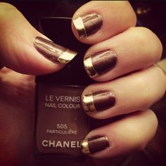 I hardly ever see any brown nail polish styles anymore. Well, this one is simple, neat, and gorgeous.