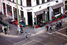 """Das Café St. Oberholz in der Berliner Torstraße spielt in Helmut Kuhns Roman """"Gehwegschäden"""" eine wichtige Rolle."""