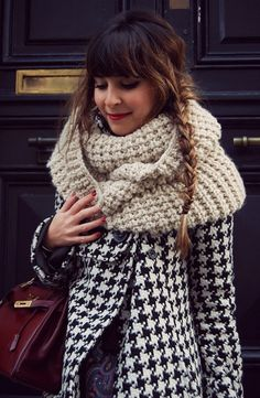 houndstooth coat + chunky scarf, sooooo my style :) Hello It's Valentine, Pinned Up, Fashion Moda, Womens Fashion, Chunky Scarves, Big Scarves, Chunky Knits, Oversized Scarf, Scarfs