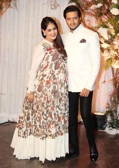 Riteish Deshmukh and Genelia D'Souza at Bipasha Basu Karan Singh Grover's wedding reception. Indian Maternity Wear, Cute Maternity Dresses, Mens Wedding Wear Indian, Wedding Men, Bollywood Celebrities, Bollywood Fashion, Cute Celebrity Couples, Celebrity Weddings, Function Dresses