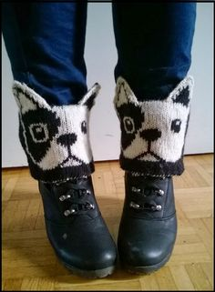 Discover thousands of images about French bulldog boot cuffs Knitting Paterns, Knitting Socks, Knitting Stitches, Knitted Slippers, Slipper Socks, Knitted Hats, Crochet Boots, Cute Crochet, Knit Crochet