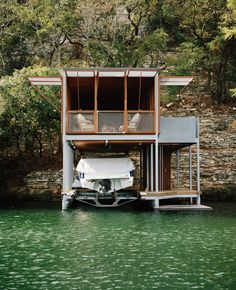 Image 9 of 9 from gallery of Lake House / Andersson Wise Architects. Photograph by Andersson Wise Architects Haus Am See, Floating House, Screened In Porch, Prefab, Bauhaus, Tiny House, Boat House, Exterior Design, Exterior Paint