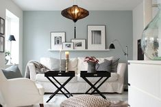 grey, black and white palette. Like wall color! Decorating Small Spaces, Interior Decorating, Interior Design, Room Inspiration, Interior Inspiration, Table Cafe, Petites Tables, Small Apartments, Apartment Living
