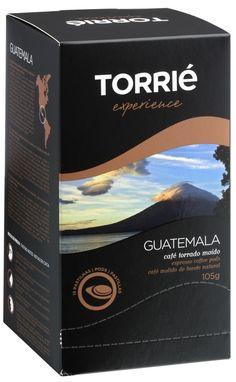 Da baixa produção mas de excelente qualidade, o café da Guatemala é produzido nas soalheiras encostas dos cones vulcânicos, a uma altitude entre os 1300 e os 2000 metros. Os cafeeiros são colocados à sombra de árvores altas e frondosas, impedindo assim que o forte calor do meio-dia danifique a sua folhagem. Neste cenário, o café tem um crescimento lento, permitindo acumular em cada fruto uma elevadíssima intensidade de aromas e sabores.