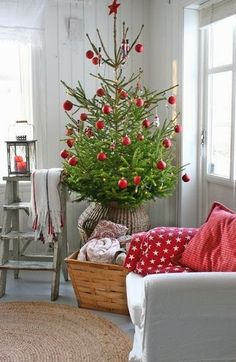 Christmas tree by Vibeke Design Nordic Christmas, Merry Little Christmas, Noel Christmas, Country Christmas, Simple Christmas, White Christmas, Cottage Christmas, Christmas Swags, Burlap Christmas