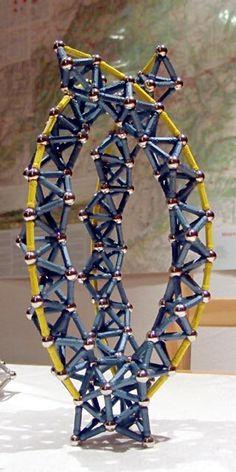 Construcciones con GEOMAG: Tres curvas circulares no incidentes, vista lateral