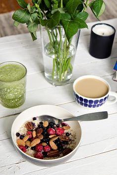 Vaniljainen herukkapuuro Acai Bowl, Breakfast, Food, Acai Berry Bowl, Morning Coffee, Essen, Meals, Yemek, Eten