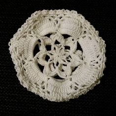 On taas se aika vuodesta. #pitsipallo #virkkaus #novitakotiväki #pallotalkoot #marttailu #laceball #crochet #kohtanäitätuleetaaskorvistakin #kyjy2016 #käsityöblogit