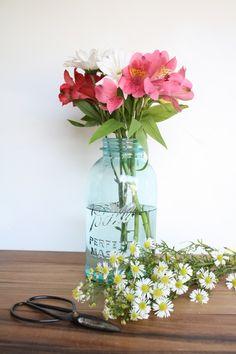 Cute floral arrangements in blue mason jars (shopolivemanna.com)