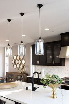 Kitchen Lighting Ideas: The Best Lighting Fixtures for the Kitchen - All For Decoration Best Kitchen Lighting, Kitchen Lighting Design, Kitchen Lighting Fixtures, Kitchen Pendant Lighting, Kitchen Pendants, Cool Lighting, Light Fixtures, Lighting Ideas, Over Island Pendant Lights