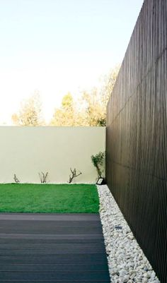 Desenhamos este jardim relaxante e elegante.  #jardim #zen #decoração