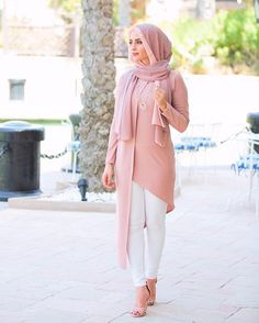 Fashion 2020 Daily Hijab Combine Suggestions For Indoor Women Stylish hijab combinations Stylish Hijab, Modest Fashion Hijab, Modern Hijab Fashion, Islamic Fashion, Hijab Chic, Abaya Fashion, Muslim Fashion, Women's Fashion Dresses, Mode Kimono