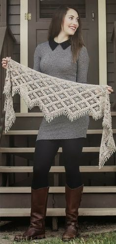 """CARAMELO DE CROCHET: foulard """"Crochet shawl ♥LCS-MRS♥ with diagram, filet work. I might be able to figure this one out by the diagram."""", """"scarf with bea Poncho Au Crochet, Crochet Shawls And Wraps, Knitted Shawls, Crochet Scarves, Crochet Clothes, Crochet Lace, Free Crochet, Shawl Patterns, Crochet Patterns"""
