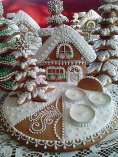 Gingerbread House is very popular and traditional in Christmas festival. In this article, we will focus on gingerbread houses cookies. Complete your winter wonderland scene with a beautiful gingerbread house. Christmas Gingerbread House, Christmas Sweets, Christmas Cooking, Noel Christmas, Christmas Goodies, Gingerbread Cookies, Christmas Decorations, Gingerbread Houses, Simple Christmas