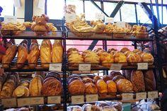 サンフランシスコ名物サワーブレッドで有名な老舗パン屋さん、「ボーディン・サワードゥ・ベーカリー」 Bakery Design, Bakeries, Bread Recipes, Sandwiches, Shops, Country Bread, Bakery Shops, Tents