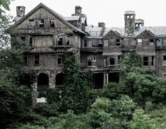 Abandoned by ~Lilyarielle on deviantART Halcyon Hall at Bennett College school for girls, in Millbrook, NY. Wow.