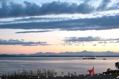 Watch the sun set at Olympic Sculpture Park via Flickr