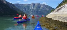 Fjord kayaking with FlatEarth Adventures on the Eidfjord Photo: FlatEarth Aktivity Centre, Destination Hardanger Fjord AS