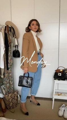 Para el lunes, Alexandra Pereira propone combinar la blazer con los vaqueros slouchy de Zara, un jersey de cuello alto crudo y cinturón de Asos y unos zapatos de tacón de Chanel. Beige Blazer Outfit, Zara Outfit, Look Blazer, Blazer With Jeans, Outfit Jeans, Zara Blazer, Slouchy Outfit, Slouchy Pants, Mode Chic