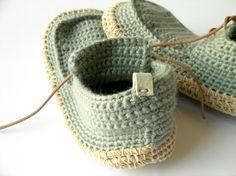 ....me acabo de enamora de estas zapatillas para estar en casa hand made de Leninka....   de venta en Etsy