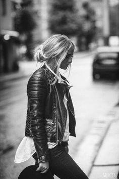 #Look #rock #sexy : #blouson #biker sur #chemise blanche + #chignon loose