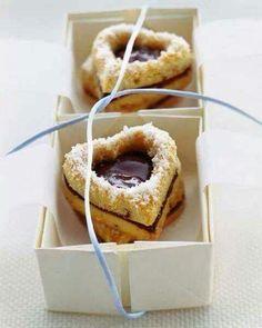 ღ heart shaped cookies ღ Cookie Desserts, Cookie Recipes, Chocolate Peppermint Cookies, Valentines Food, Valentine Cookies, Sweet Pastries, Eat Dessert First, Cookies Et Biscuits, Jam Cookies