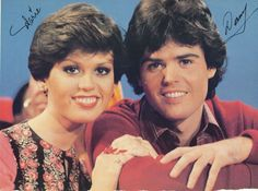 Marie Osmond 1977 | DONNY & MARIE OSMOND pinup – Short hair! Handsome pose!