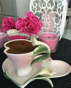 What a lovely table! Best Coffee, My Coffee, Brown Coffee, Good Morning Coffee, Coffee Girl, Coffee Lovers, Breakfast Tea, Coffee Photography, Teapots And Cups